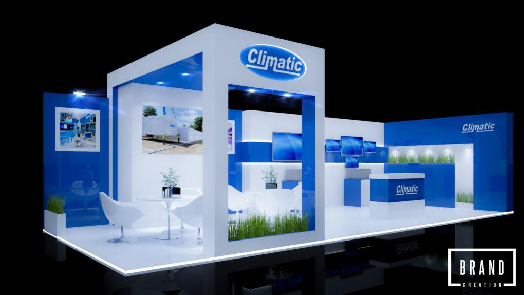 Niebiesko białe stoisko targowe firmy Climatic