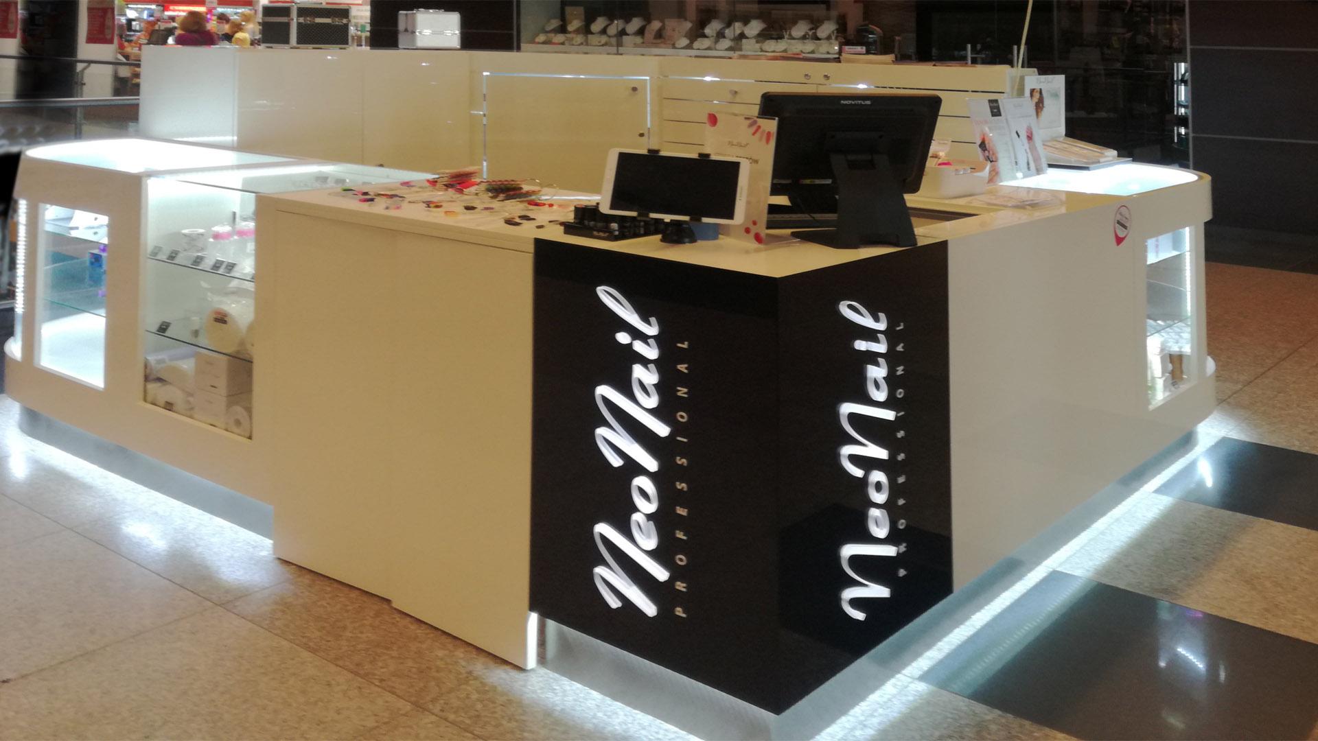 Wyposażenie sklepów - stoisko Neonail